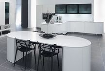 Curves in the kitchen / Curved cabinetry and circular designs to give your kitchen flow