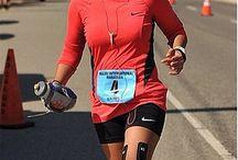 Protejeaza-ti genunchii in timpul alergarii cu KT Tape / Alergatul este unul dintre cele mai bune moduri de a ati pastra un tonus muscular ridicat si un stil de viata sanatos. Dazavantajul este ca genunchii tai au de suferit. In primul rand datorita socului permanent pe care il primesc in timpul alergarii.  KT Tape vine cu o solutie ingenioasa care sa ofere suport genunchiului fara a bloca circulatia fluidelor. Benzile Kinesiologice KT Tape se aplica rapid si usor si pot rezista pana la 7 zile. Mai multe informatii gasiti aici: http://www.KTTape.ro