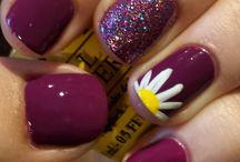Unghie con decori floreali
