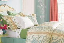 Balmy Green in the Bedroom / by Gyöngyi Nagy