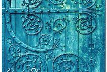 KUNS - Turquoise door