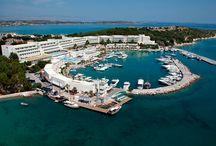 Altın Yunus Resort & Thermal Hotel / Çeşme'nin altın sarısı kumsalında, turkuaz rengi denizine karşı tatile ne dersin?