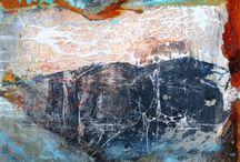"""Exhibition """"BARBEL RICKLEFS-BAHR"""" / Barbel Ricklefs-Bahr rompe com a dependência do objecto, impõe uma narrativa à parte do real. Camadas de tintas sobrepostas resultam em uma nova ordem, o invisível torna-se visível e significativo. O amplo espectro de abordagens possíveis confirma a vocação da artista para a descoberta, confirma o seu contínuo aprendizado de mergulhar em si mesma e trazer para fora seus sentimentos (José Roberto Moreira - curador e galerista)."""