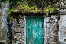 Portas / by Ana Lúcia Soares