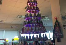 fabriquer son sapin / sapin de noël en origami monté sur des cercles pour une décoration sur le thème des sapins réalisés avec des collègues