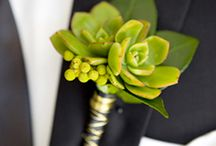 (Boutonierres) / Flowers for the men at your wedding! / by DIY Wedding Planning