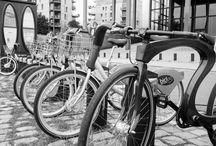 un jour, peut-etre des bicl'WOOD ! / Ce vélo innovant et intemporel est l'emblème de mes créations. Je l'ai conçu dans l'optique d'atteindre l'alliance parfaite entre un design racé et un matériau noble. Sa  matière,  du  bois  d'acajou  (Sapelli)  associé  à  du  lamellé-collé,  lui  confère  élégance,  souplesse  et  robustesse.   Son design, pensé pour offrir le juste équilibre entre esthétisme et ergonomie, garantit un amorti naturel.  Sa ligne épurée et équilibrée est à l'origine du comportement exceptionnel du vélo.
