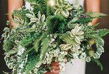 Nature wedding / Leuke inspiratie bij de trouwkaart met rustiek groene varenblaadjes. Leuke ideeën voor jullie nature wedding. #trouwkaart #varen #nature #wedding