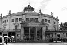Cirque Jules Verne - Place Longueville 80000 Amiens  / Amiens, le cirque : 3000 places pour des spectacles fous !  Le cirque d'Amiens peut accueillir 3000 personnes, et les spectacles qui s'y déroulent le sont toujours dans une ambiance chaude et intime.  C'est une salle a fort caractère, que les artistes apprécient pour son cachet incomparable. Théâtre, concerts, danse, mais également événement sportifs y sont organisés, en plus des spectacles de cirque traditionnels  (cirque Arlette Gruss)