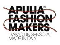 Apulia Fashion Makers - Diamo un senso al Made in Italy / Apulia Fashion Makers. Il volto dell'eccellenza imprenditoriale pugliese.  Promuovere l'industria pugliese d'eccellenza e la cultura che la sostiene. Nasce con questi obiettivi Apulia Fashion Makers, l'associazione che riunisce aziende produttive nei settori Tessile Abbigliamento Calzaturiero (TAC) della Puglia.   Un network di realtà che operano nella fascia più alta del mercato, esprimendo la cultura e lo stile italiano e distinguendosi per qualità, innovazione e design.