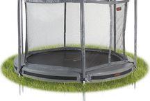 Trampoliini lapsille - katso parhaat trampoliinimallit / Trampoliini on lasten pihaleikkien kestosuosikki! Ostaessasi trampoliinia lapsille kannattaa ottaa huomioon aina kestävyys ja turvallisuus. Tasapeli.fi myy laadukkaita trampoliinipaketteja jotka sisältävät trampoliinin ja turvaverkon! Tutustu lisää trampoliineihin osoitteessa  http://www.tasapeli.fi/category/3/trampoliinit