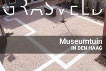 Gallerietuin te Den Haag / De gallerietuin van Studio Pulchri in Den Haag is een kleine patiotuin waar ruimte voor het terras het belangrijkste is. De op maat gemaakte bank en tafels sluiten aan op de sokkels voor de kunsttentoonstelling.