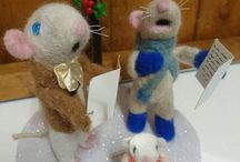 carol singers christmas mice needle felted ooak ornament/decoration by me :) / Carol singing mice