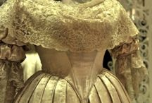 Ladies Victorian Clothes / Clothes popular for women in the Victorian era.