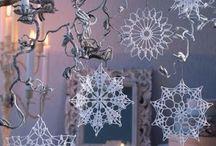 Связанные крючком снежинки