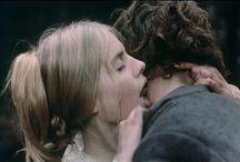 film / Je suis obsédé par les mains, la tendresse et le noble vagabondage avec solitude. Je ne parle pas francais. Il est du théâtre.