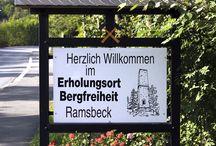 Bergbauwanderweg Ramsbeck mitten im Sauerland / 9,5 km Historischer Wanderweg. Viele alte Bergbaurelikte warten nur darauf endeckt zu werden. Start und Endpunkt sind das Bergbaumuseum in Ramsbeck, wo noch eine Fahrt mit der alten Grubenbahn auf Sie wartet.