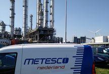 Metesco onderweg naar of aan het werk bij klant / Metesco onderweg voor bezorgen huuropdrachten en uitvoeren van werkzaamheden bij klanten.