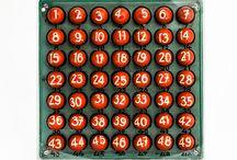 Kurioses rund um Lotto / Wie sieht eine Lottokugel wohl von innen aus? Und wie schafft man es, dass alle Kugeln gleich schwer sind? Die einstellige 6 müsste doch eigentlich leichter sein als die zweistellige 49. Fragen rund um die bekanntesten Kugeln der Welt. In einem der kleinsten Museen Stuttgarts, im Museum der Staatlichen Toto-Lotto GmbH, finden Sie die Antworten darauf.