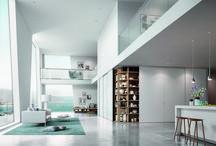 Built-in closet // Einbauschrank / Er gehört zu den zeitlosen Elementen kunstvollen Wohnens: der Einbauschrank. Durch das elegante und harmonische Zusammenspiel aus Gleittüren und Innensystem wandelt raumplus Gewöhnliches in Besonderes um und sorgt für eine stilvolle Wohnatmosphäre. Wählen Sie zwischen vier Innensystemen, die mit ihren unendlichen Accessoires praktische Ordnung garantieren. Bei den Gleittüren entscheiden Sie sich je nach Gusto für Füllungen und Farben, die zweifellos harmonisches Raumklima fördern.
