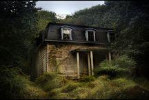 Hauntingly Beautiful Abandoned Houses
