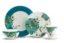 Bohemian Dinnerware Sets / Put some livelihood into your kitchen with these beautifully colored bohemian sets!
