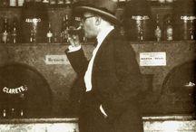"""Fernando Pessoa / Fernando António Nogueira Pessoa (Lisboa, 13 de Junho de 1888 — Lisboa, 30 de Novembro de 1935) """"Se depois de eu morrer, quiserem escrever a minha biografia, /  Não há nada mais simples /  Tem só duas datas — a da minha nascença e a da minha morte. /  Entre uma e outra cousa todos os dias são meus."""" ~Alberto Caeiro"""