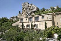 BAUMANIERE HOTEL / Hôtel 5 étoiles au baux de Provence  2 restaurants /3 piscines/ 54 chambres / Spa www.baumaniere.com