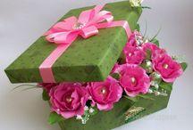 cutii cu flori artificiale