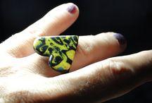 Armbänder von DaWanda  bis 10,00 Euro / Kleine Geschenke erhalten die Freundschaft… aber auch zum Selberbehalten sind diese Kleinigkeiten ganz groß! / by Christine Hirler