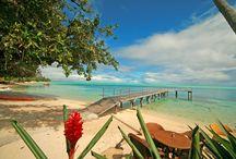 HUAHINE, l'île de la femme, séduisante et suave. /  seulement quelques minutes de vol de l'île de Bora Bora, Huahine offre une ambiance calme et appaisante, propice à la romance. Imaginez vos vacances à vous détendre au bord des lagons d'un bleu lumineux, sur de magnifiques plages désertes de sable blanc.
