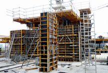 Kompleks Eurocentrum w Warszawie / W Warszawie, na wąskim pasie gruntu pomiędzy Alejami Jerozolimskimi i torami kolejowymi, pomiędzy Placem Zawiszy a Rondem Zesłańców Syberyjskich, powstaje 14-piętrowy kompleks biurowo-handlowo-usługowy Eurocentrum. Do dyspozycji najemców będzie tu blisko 66 tys. m2 powierzchni, w tym największa w Warszawie powierzchnia biurowa na jednym piętrze: 4,8 tys. m2.