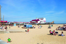 Great Yarmouth & Norfolk / Is one of the UK's most popular seaside resorts, with an enviable mix of sandy beaches, attractions, entertainment and heritage.