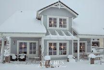"""Häuser im skandinavischen Stil / Fährt man durch Skandinavien erlebt man immer wieder einen """"Wow-Effekt"""", wenn man zwischen den Wäldern oder an der Küste Häuser entdeckt, die einen ganz individuellen, """"hyggeligen"""" und besonderen Stil ausstrahlen und einen sofort in ihren Bann ziehen. Auf dieser Pinnwand möchte ich Beispiele sammeln, die das veranschaulichen"""