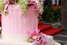 wedding cakes and cupcakes...yumm