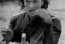 Peter Lindbergh / #PeterLindbergh #Photography #Fashion #moda #90's #models #LindaEvangelista #NaomiCampbell #KateMoss #Milla Jovovich #IconicPhotos'90sSuperModels #CarreOtis #EvaHerzigova