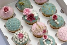 Vintage cakes and cupcakes