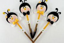 Lápis e canetas decoradas
