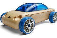 Машинки конструкторы / Автомобили-конструкторы дизайнера Callelo представляют собой уникальный модельный ряд современных и ретро автомобилей. Изготовлены из массива бука, использование деталей из яркой пластмассы придает этим деревянными игрушкам неповторимый стиль. Каждый автомобиль состоит из 3-х частей, соединенных между собой переходными элементами. Именно с помощью переходников из нескольких машин можно собрать абсолютно новый авторский автомобиль.