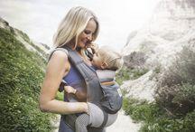 Baby dragen / Thuis of tijdens een uitstapje: een draagdoek en/of draagzak biedt jou en je kindje steeds het nodige comfort. Met je baby dicht tegen jou, heb je steeds je handen vrij. En dit in alle veiligheid! Ontdek hier al onze babydragers, tips & tricks en een heleboel inspiratie!