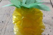 fruta de papel y globos