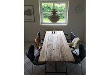Spisebord / Spisebord lavet af gamle planker med stålben 75 B x 220 L