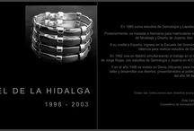 Axel de la Hidalga 1998 - 2003, retrospectiva / AXEL DE LA HIDALGA 1998 – 2003 CREATIVO DE JOYAS  TINO CALVO  CREATIVO DE FOTOGRAFIAS NINA LLORES CREATIVA DE DISEÑO GRAFICO ROCIO GUTIERREZ DIRECCION y COORDINACION  Catalogo publicado con la colaboración de la Conselleria de Innovación y Competitividad de la Generalitat Valenciana