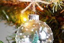 Christmas Ornaments You Can Make / It's become a family tradition to make our own Christmas ornaments in my family. This board is filled with all kinds of DIY, easy-to-make ornaments that will make sure you're feeling festive.