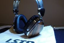 Full Size Headphones / Headphones that are around-ear, over-ear and are fairly large in size.