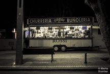 Churrerías BCN - Marta Huertas / Una churrería es mucho más que el espacio del pequeño edículo ambulante; es el recinto delimitado por el maravilloso olor que desprende hacía el exterior.  Es arquitectura mágica.
