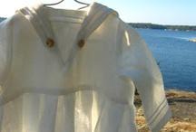Lyst Dopklänning sjöman / Dopklänningar i lin i rena linjer med hantverksmässiga detaljer ur folklore och tradition.