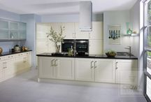 Cream and White Kitchens / Light-coloured kitchens give a light and airy feel and go with any design scheme