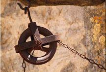 Antik berendezés / Antik vas és fa bútorok, dísztárgyak. Tölgy, akác, fenyő bútorok. További információk itt: http://ildare.unas.hu/
