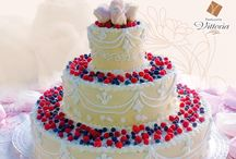 Torte nuziali / Vittoria Banqueting nella sua pasticceria artigianale crea torte nuziali spettacolari  adatte ad ogni desiderio per accompagnarvi nel giorno del vostro matrimonio.